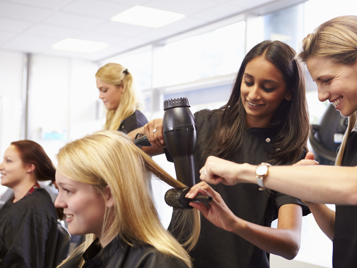 The Top 4 Benefits of Pursuing a Cosmetology Career