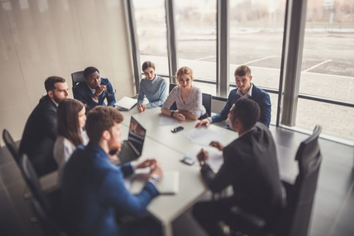 What is the Role of Technology in Business Management Training?